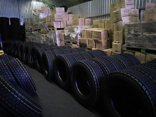 Наш оптово-розничный склад шин для грузовиков, погрузчиков и спецтехники